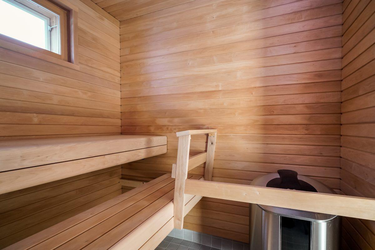 Taloyhtiön yhteinen kuntosalin sauna